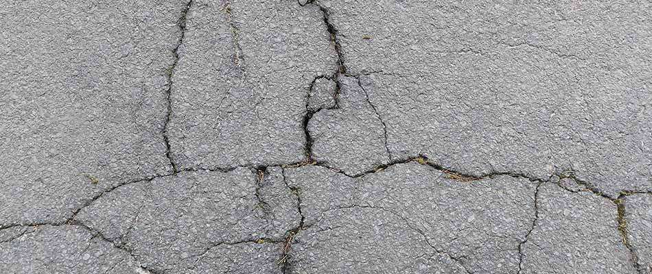 Asphalt Driveways Don't Last Forever: 5 Signs It's Time To Upgrade